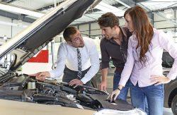 Evalúa las políticas de combustible que tienen las compañías de alquiler de coches y elige la que más le convenga.