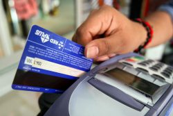 Tarjetas de débito para alquilar coches.